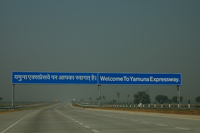 Yamuna_Expressway_India_2012