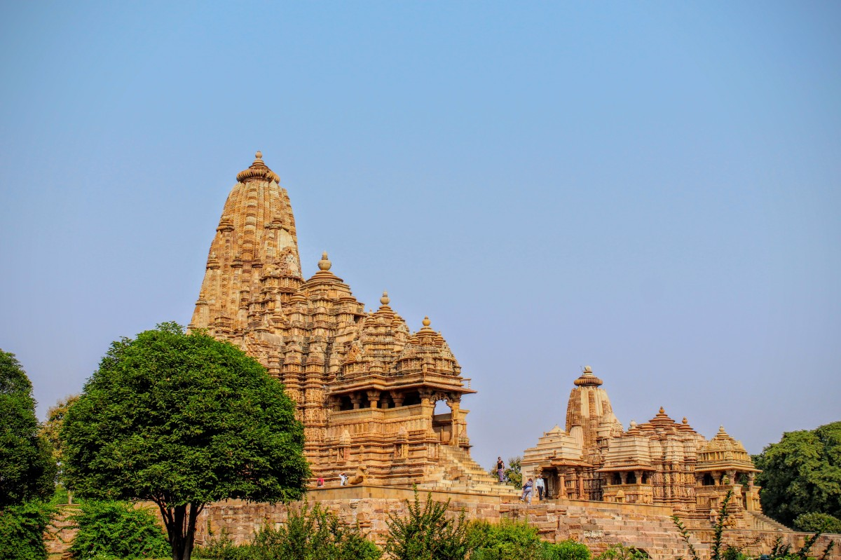 3 days, 2 flights, 2 trains, 1 cab ride -- Orchha & Khajuraho!