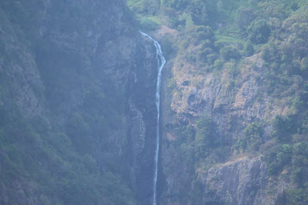 Beautiful Catherine Falls taken on a higher zoom lens