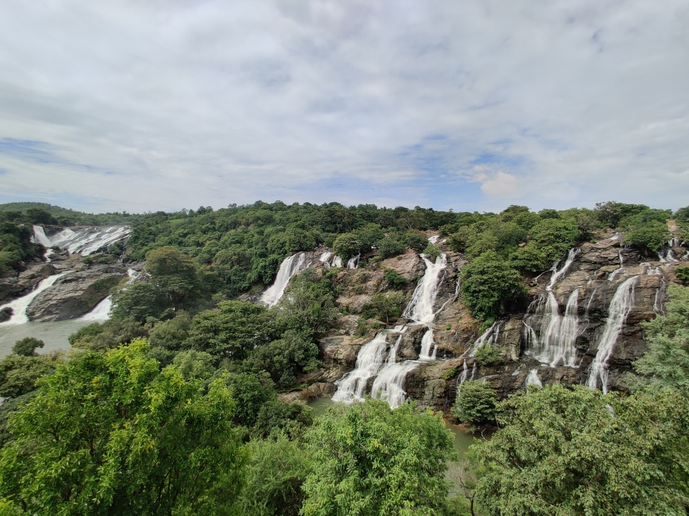 Barachukki Falls, one of the twin falls of Shivasamudram Falls.